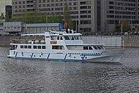 May 2011 Moskva River ship 01.jpg