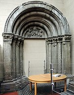 Medieval portal in the Italian courtyard (GMII) by shakko.jpg