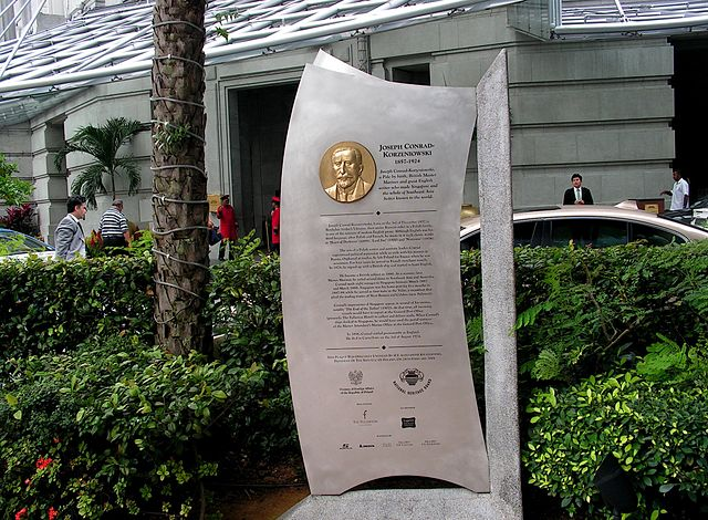 Мемориальная доска, увековечивающая память о Джозефе Конраде, в Сингапуре
