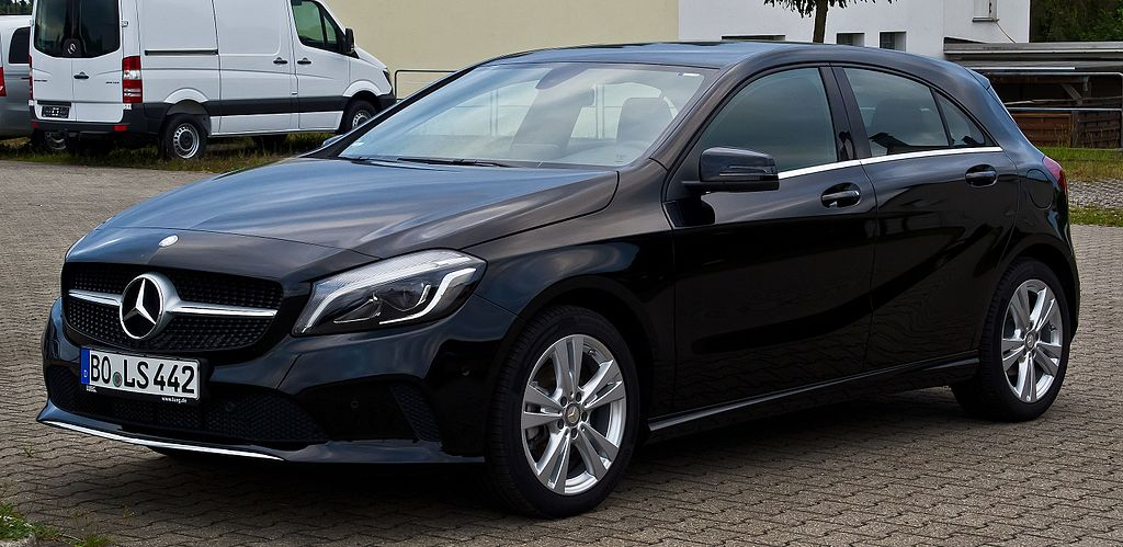 file mercedes benz a 180 urban w 176 facelift frontansicht 27 juli 2016. Black Bedroom Furniture Sets. Home Design Ideas