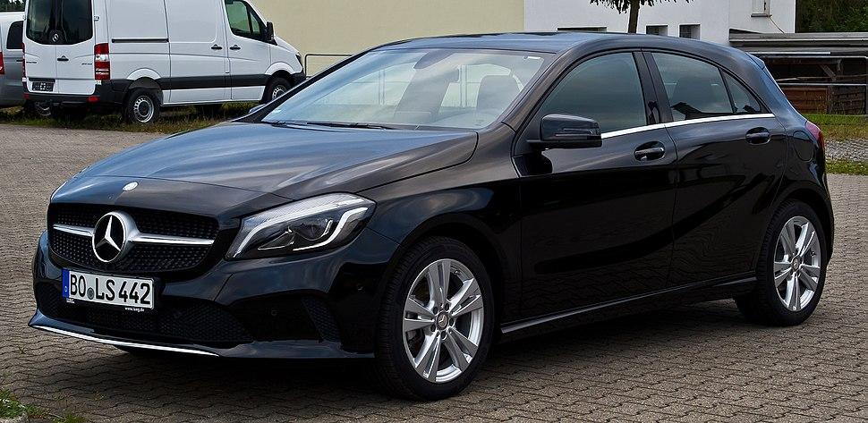 Mercedes-Benz A 180 Urban (W 176, Facelift) %E2%80%93 Frontansicht, 27. Juli 2016, Velbert