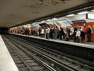 Trocadéro (Paris Métro) - Image: Metro Paris Ligne 6 station Trocadero 01