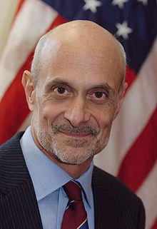 Portrait officiel de Michael Chertoff, en 2005.
