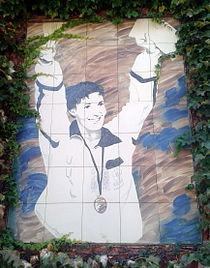 Mural con la imagen de Miriam Blasco en la entrada del Polideportivo Miriam Blasco de Valladolid.