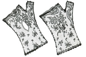 Chantilly lace - Mittens in Chantilly lace - MoMu-collection, Antwerp