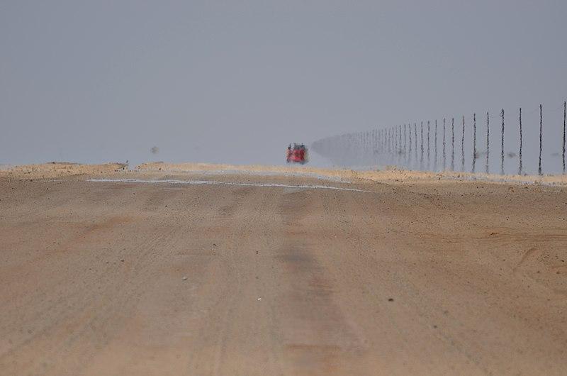 File:Mizející silnice C35 směrem ke Cape Cross - Namibie - panoramio (1).jpg