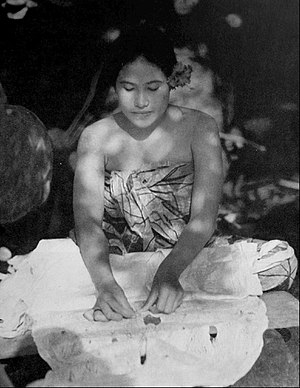 Moana (1926 film) - Making tapa cloth