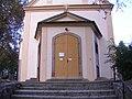 Modřany, kostel, vstupní portál.jpg