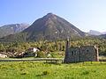 Monte Saint Julien da Fenis e monumento ai caduti dell'alluvione del 2000.JPG