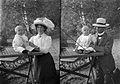 Mor och far med Hans - Nordiska Museet - NMA.0057428.jpg