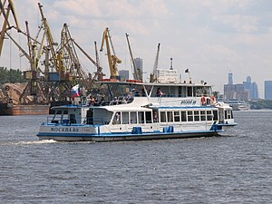 Moskva-89 on Khimki Reservoir 25-jun-2012 05.JPG