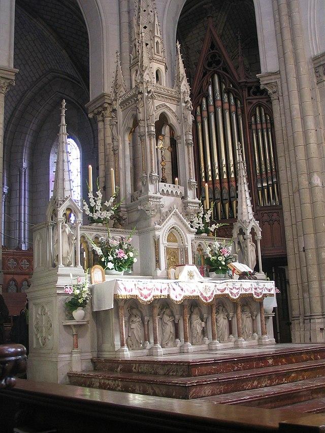 Bon Dimanche 640px-Nantes_%C3%A9glise_Saint_Cl%C3%A9ment_autel_et_orgue_de_Choeur_0070