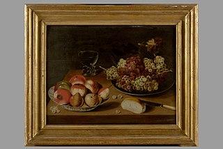 Deux plats de pommes, poires et raisins avec un verre roemer sur un entablement