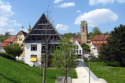 Neckartailfingen Rathaus und Kirche.jpg