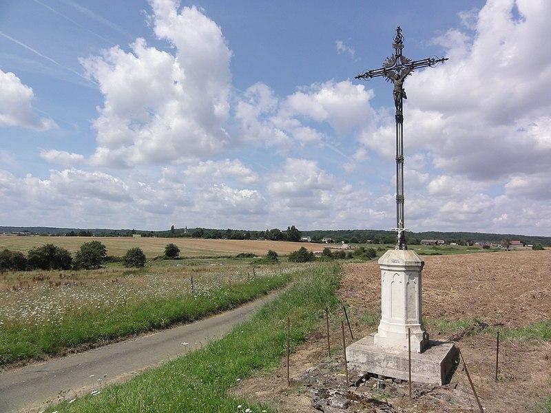 Neuflieux (Aisne) paysage, croix, vue sue Béthancourt -en-Veaux