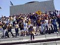 Niños alentando en el Estadio Universitario.jpg