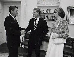 Nicholas Platt - Nicholas Platt, center, with his wife Sheila and President Reagan, 1982