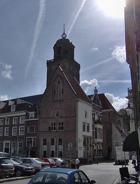 File:Nieuwe Markt met Lebuïnuskerk Deventer.JPG