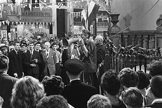 Bert Haanstra - Haanstra gives instructions on the film set of De Zaak M.P. in 1960