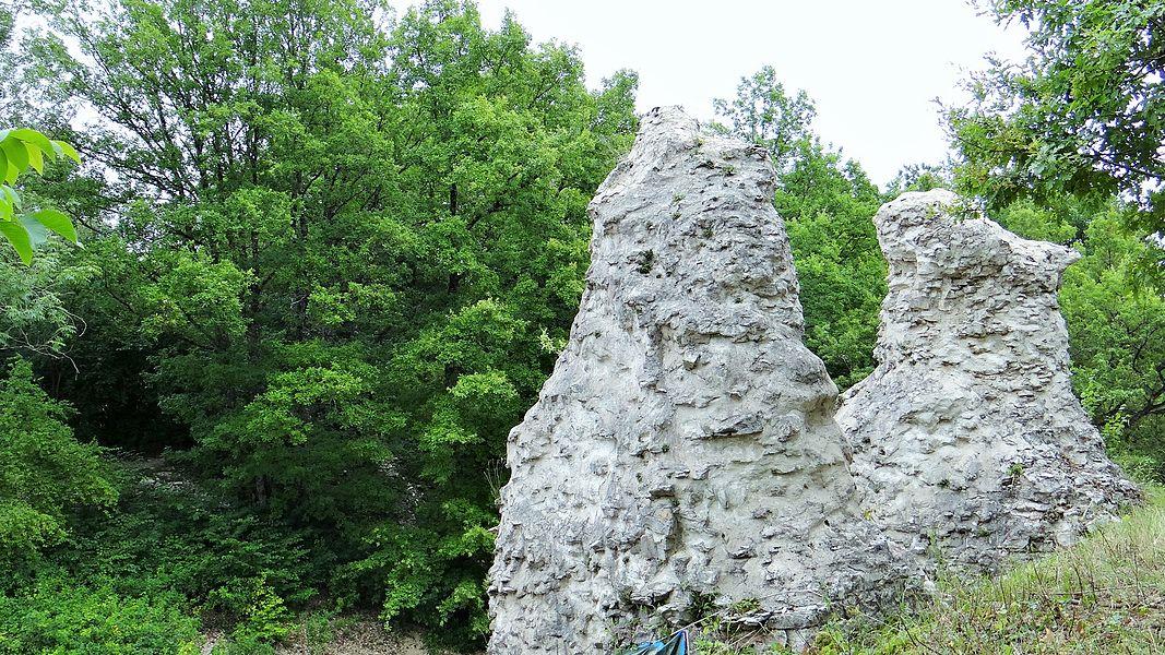 Vieux château sur les hauteurs de Noyers-sur-Serein en cours de restauration