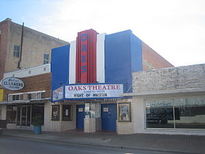 Pearsall, Texas - Image: Oaks Theater in Pearsall, TX IMG 0482