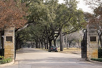 Oakwood Cemetery (Waco, Texas) - The main entrance to Oakwood Cemetery