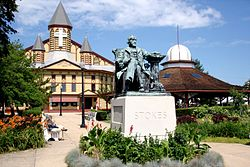 Ocean Grove Auditorium and Stokes Statue.jpg