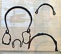 Oggetti in bronzo, dalle abitazioni di cosa, I secolo ac-I dc. ca, 04 staffe.jpg