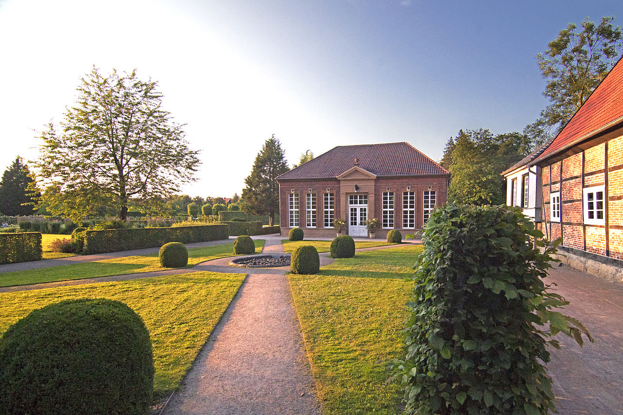File:Orangerie und Schlossmühle im Schlossgarten zu Rheda