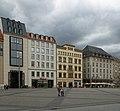 Ostseite Markt mit Marktgalerie, Kaufhaus, König-Albert-Haus (v.l.n.r) - panoramio.jpg