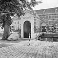 Overzicht houten poortje met brug aan straatzijde - Amersfoort - 20009637 - RCE.jpg