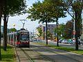 P1020789 03.07.2013 Wagramerstrasse stadteinwaerts Strassenbahn ULF 683 Linie26.JPG