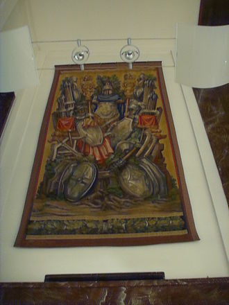 Palazzina Reale di Santa Maria Novella - Tapestry in Presidential Hall with Roman armor and weapons