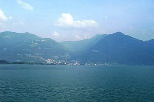 Pisogne - Image: Panorama di Pisogne da Lovere (Foto Luca Giarelli)