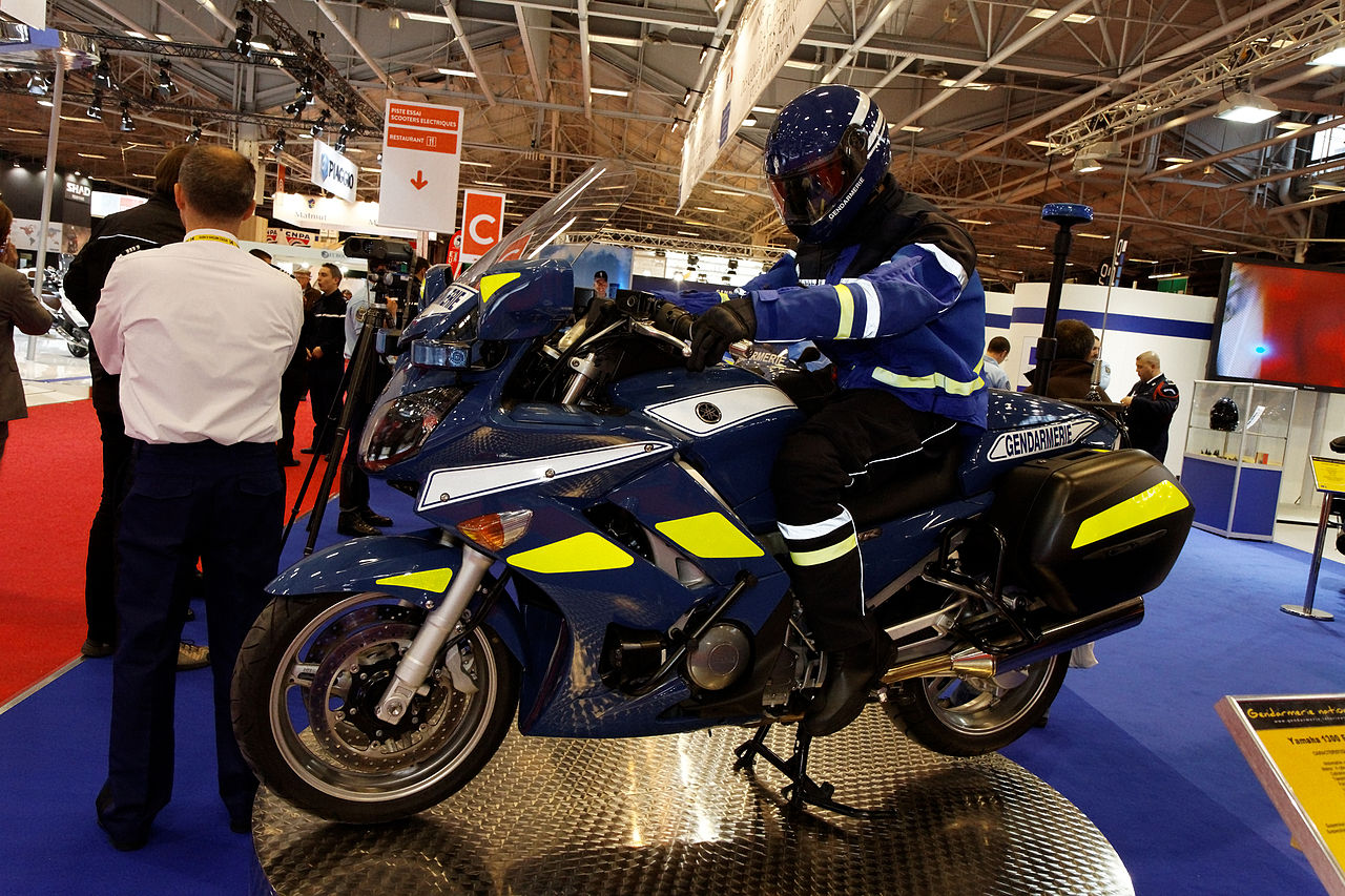 file paris salon de la moto 2011 yamaha 1300 fjr gendarmerie wikimedia commons. Black Bedroom Furniture Sets. Home Design Ideas