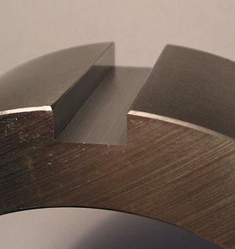 Key (engineering) - Image: Passfedernut