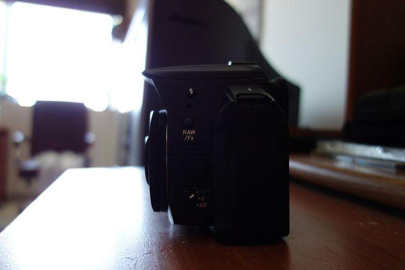 File:Pentax K-30 with a SMC Pentax-DA 40mm f2.8 XS lens.jpg