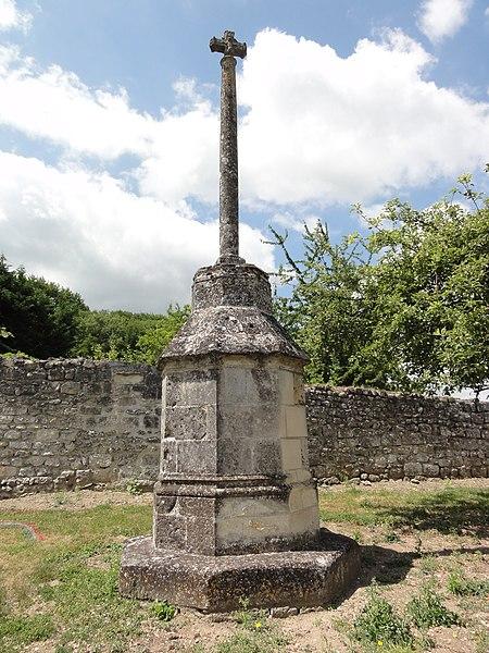 Pernant (Aisne) croix de cimetière MH
