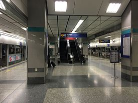Phetchaburi MRT Station platform level.jpg