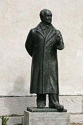 Denkmal von Jeremias Gotthelf vor der deutsch-reformierten Kirche in Murten (Quelle: Wikimedia)
