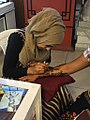 Picture of a Henna tattooist.jpg