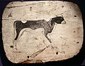 Pied de sarcophage avec taureau Apis.JPG