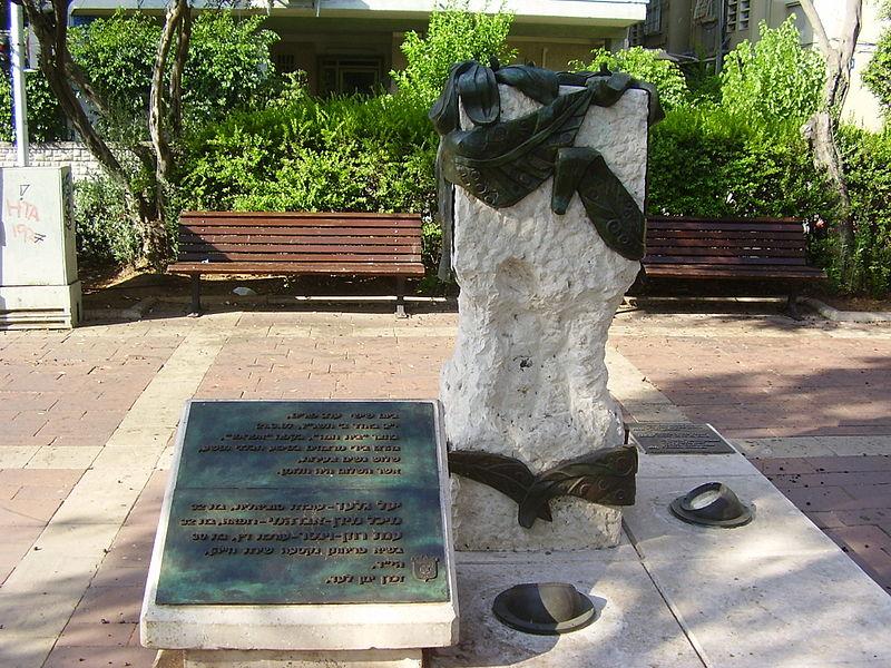 אנדרטה לנרצחות בפיגוע בקפה אפרופו