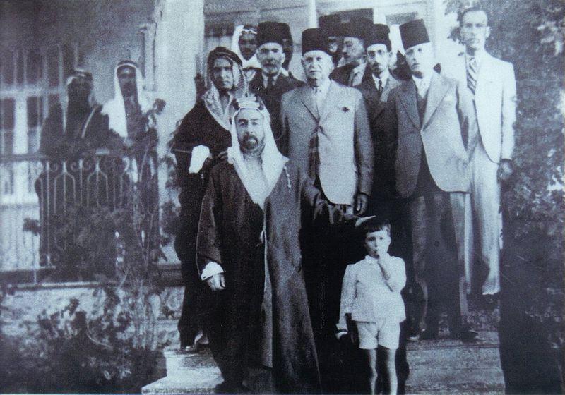 עבדאללה מלך ירדן באחד מביקוריו בנס ציונה