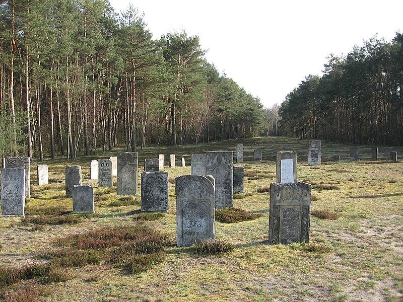 אנדרטאות לקהילות במחנה ההשמדה חלמנו
