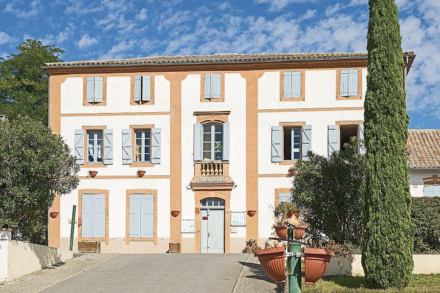 English:  Grisolles, Tarn-et-Garonne. Facade of Town Hall.