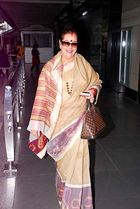 Poonam Sinha returns from IIFA 2012 07.jpg
