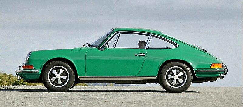 800px-Porsche_911_2.4_001.jpg