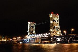 Portage Lake Lift Bridge - Image: Portage Lake Lift Bridge(Night)