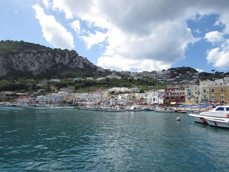 File:Portul Marina Grande din Capri.jpg